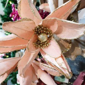 fleur rose pâle pour sapin